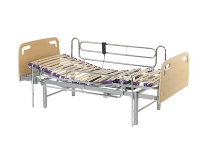 Sunrise Medical - Zoe - Cama eléctrica con somier partidoCon patas regulables en altura, esta cama eléctrica permite la adaptación de barandillas fijas y plegables.