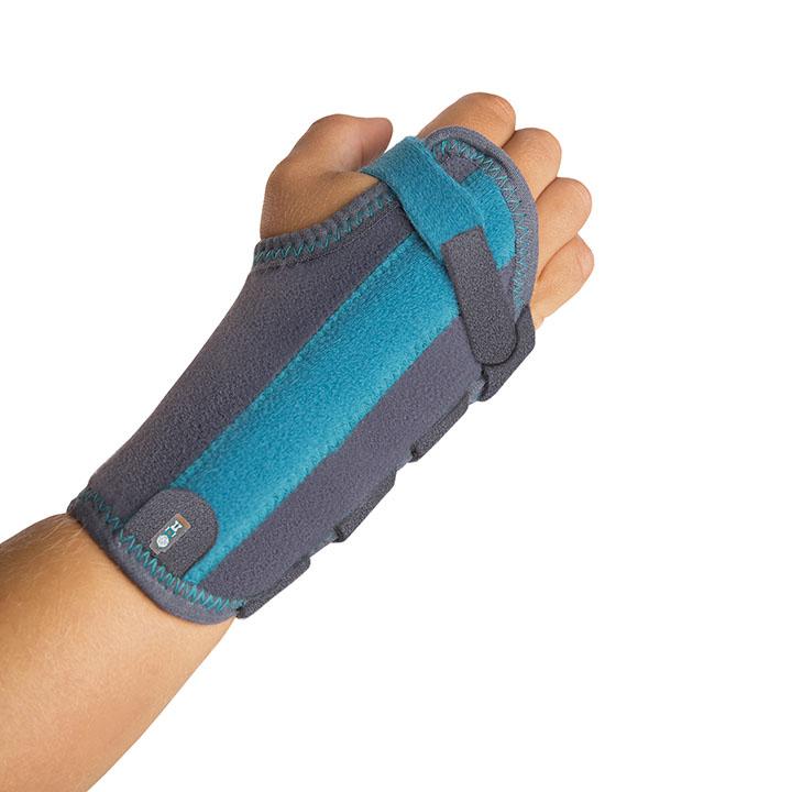 Muñequeras - Incluyen una pletina palmar de aluminio maleable que inmoviliza la articulación de la muñeca en posición funcional y otra situada en la parte dorsal para conferir la suficiente rigidez a la férula.