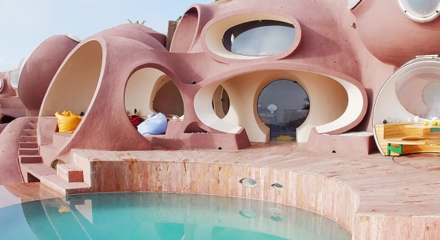 The surrealist    Palais Bulles    (Bubble Palace) designed by architect Antti Lovag, completed in 1989.
