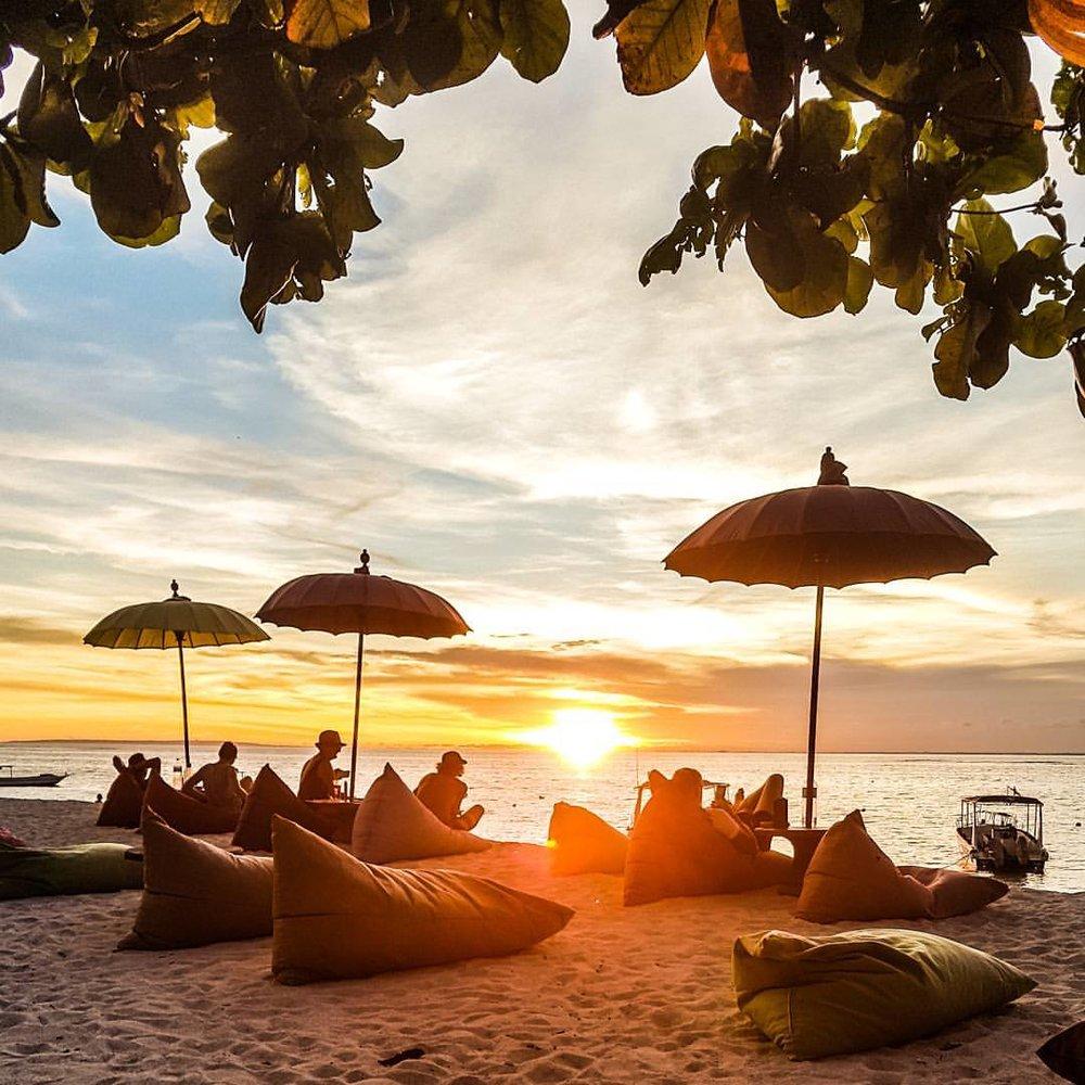 Blue Corner Dive - Nusa Lembongan - PADI Dive Centre, Beach-side Restaurant, Bungalows & Hostel