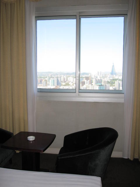 DPRK_yanggakdo_hotel_room_9.JPG