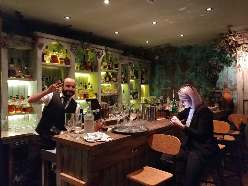 bar design lokhandwala london.jpg
