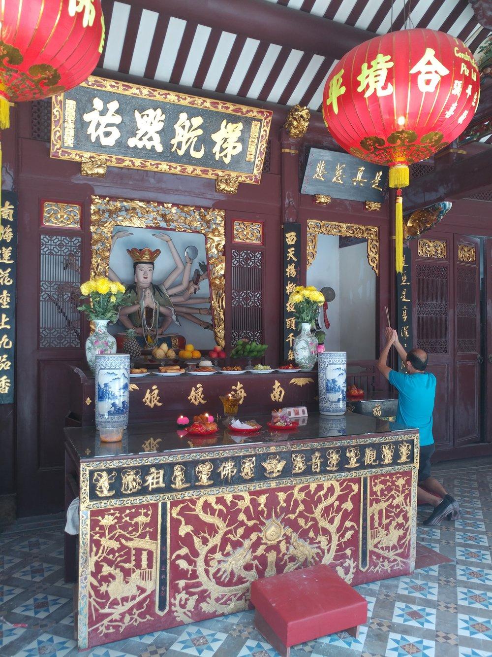 alter inside Thian Hock keng temple