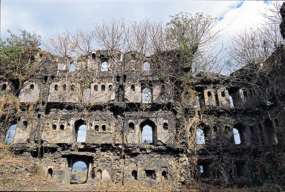 Ruins inside the majestic Janjira Fort (source:www.outlookindia.com)