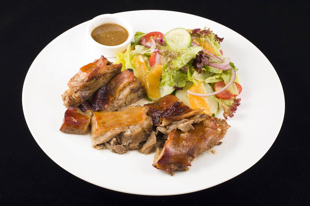 Roast Suckling Pig Portuguese Style with Black Pepper Sauce, Potato Chips and Salad. 烤乳豬配黑椒汁.