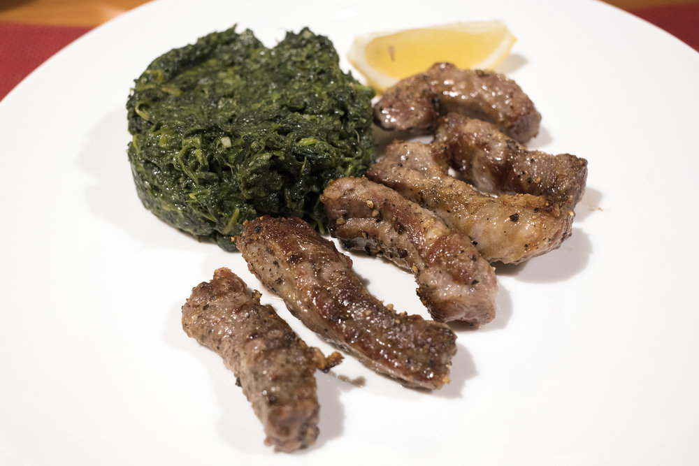 Grilled Black Pork Feather Blades served with Potato Chips and Creamy Spinach. 燒黑毛豬肋肉伴薯片及忌廉菠菜