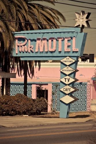 California Motel built in 1946, that gorgeous colour scheme thou!