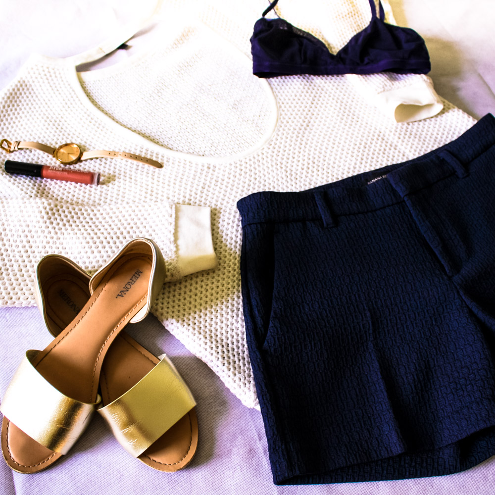 Sweater- Macy's, Santuary, Shorts- Banana Republic, Bralette- H&M, Sandales- Target, Watch- Kate Spade,