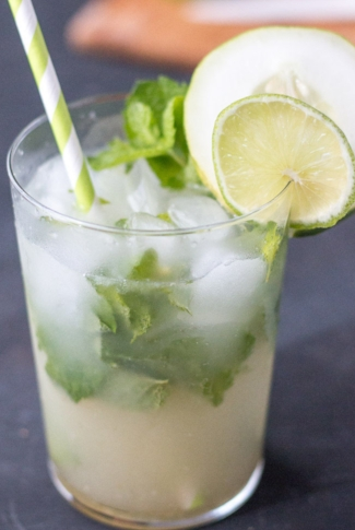 208-10-healthy-refreshing-summer-cocktails-and-mocktails-5WMeng.jpg