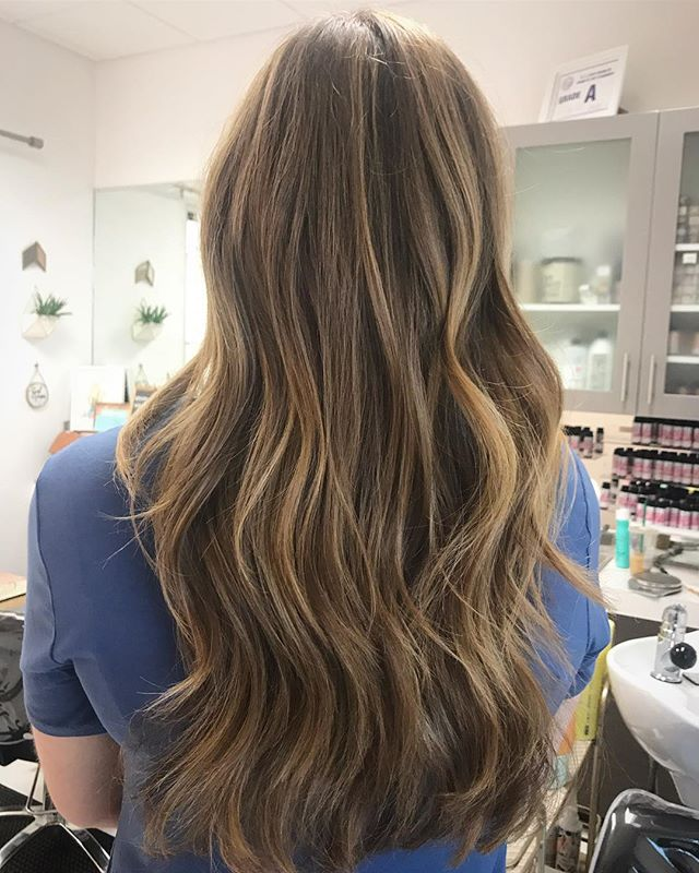 Sun kissed warm golden balayage and a good haircut ☀️What a complete difference a haircut makes! Swipe to see before photo of split ends and heat damage😰😱 . . . . . #hair #hairmagic #balayage #beforeandafterhair #caryhairstylist #balayageartists #hairpainting #beauty #haircut #splitends #mob #shoplocalraleigh