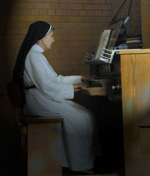 Savior-at-organ for web.jpg