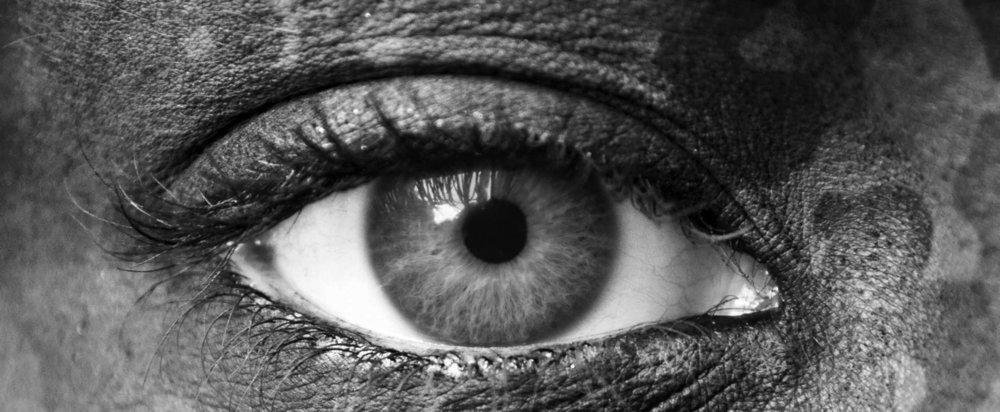 Eye.bw.jpg
