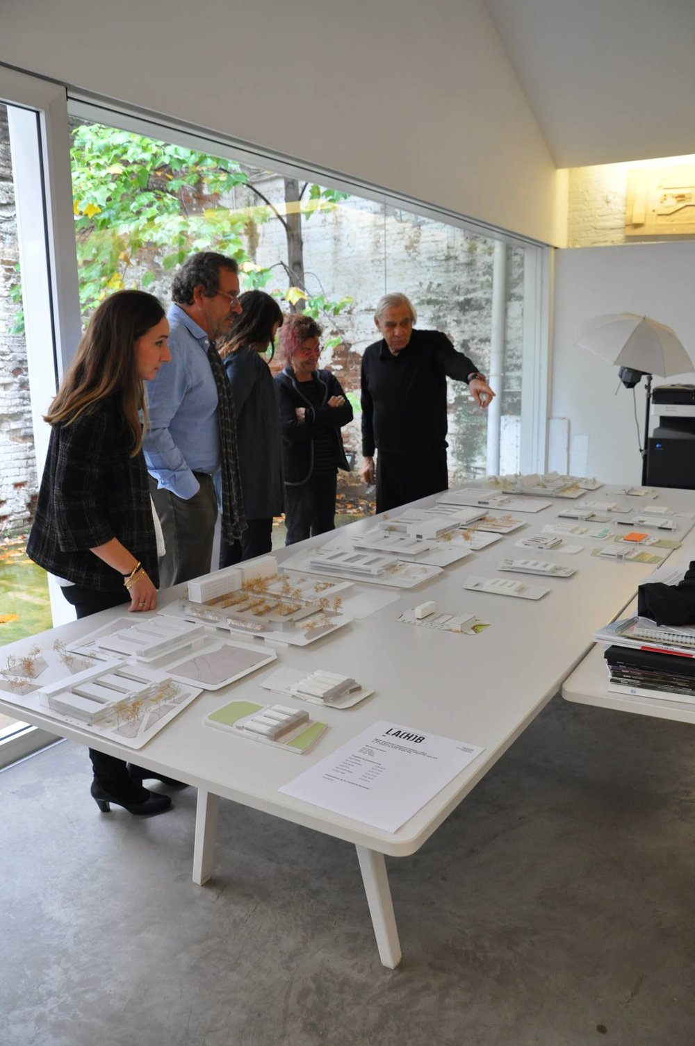 Taking a look at the models before the student presentations. Jury member Assumpte Teixidor with studio professors Lidia Planas, Jan Llonguers and Mario Corea and special guest Gabriela Martinez our alumni from the 2016 workshop.