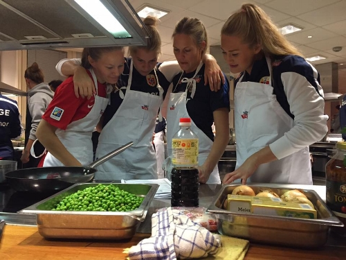 Kvinnelandslaget teambuilding i gladkjølkkenet