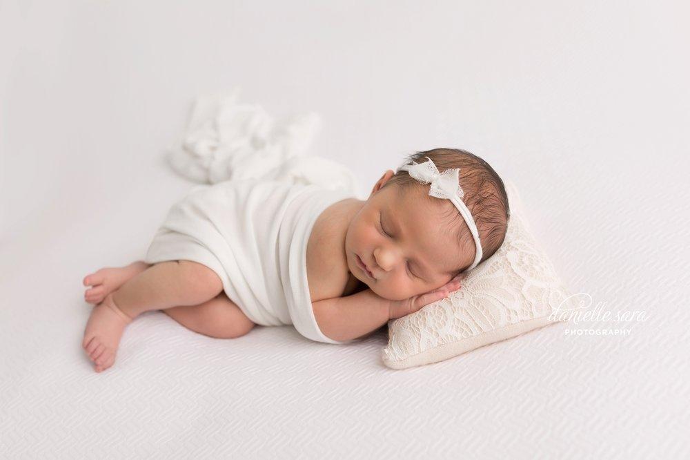 newbornbabygirlphotographymaryland_0008(pp_w899_h599).jpg