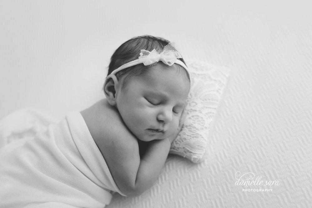 newbornbabygirlphotographymaryland_0013(pp_w899_h599).jpg