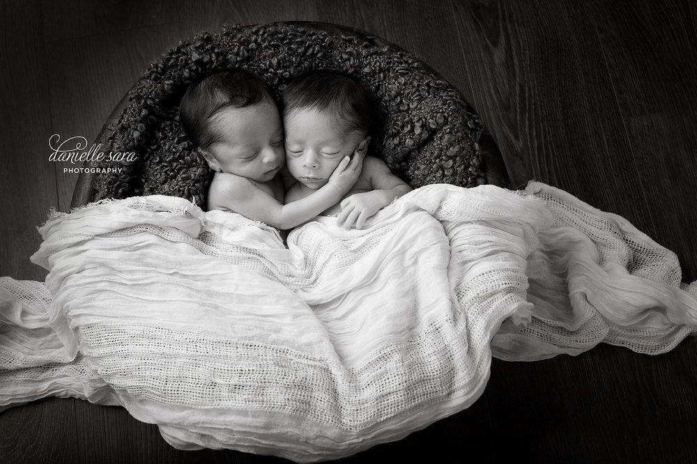 twinnewbornsessionmaryland.jpg