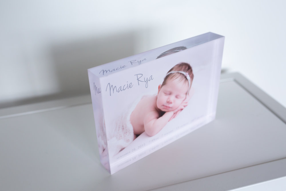 - Acrylic Blocks: These small displays pack a bright, shiny punch with an image that seems to glow from behind. They consist of 1-inch-thick plexiglass with hand-polished, crystal-clear edges. Great for someone who likes a little extra sparkle in their life! They look amazing for newborn images too! Available in 5x7 and 8x10.