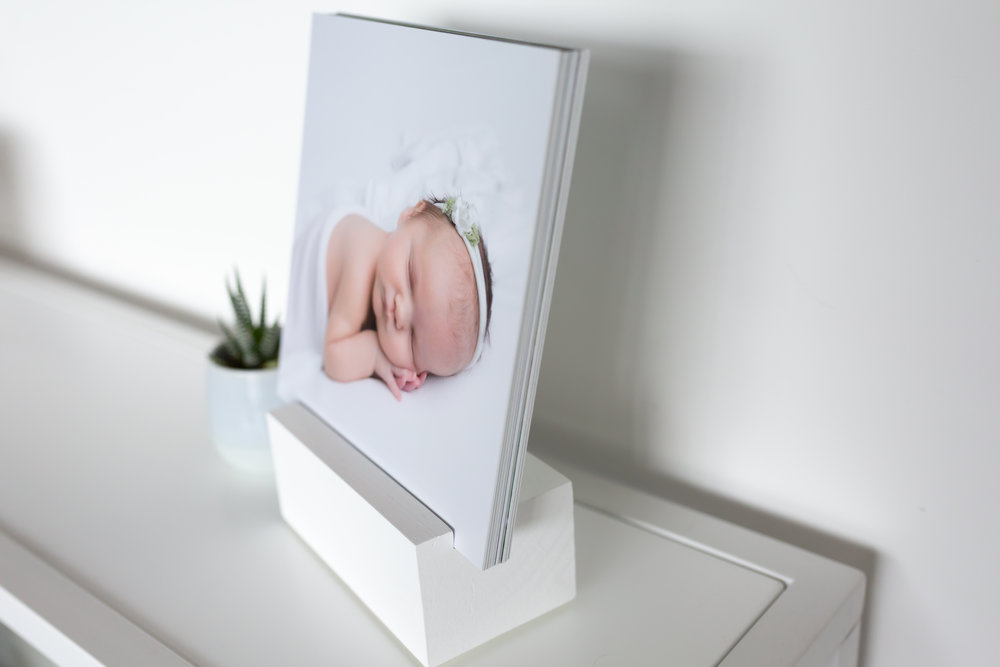 - Album Block: Turn your favorite images into a conversation piece with this unique tabletop gift. Tell a story with your favorite images. Ten images means you have many opportunities to rotate images and showcase your favorites in a unique display. Everyone will love this fun tabletop decoration that's perfect for any coffee table, shelf, or desk. Your beautiful photos were meant to do more than just sit on your phone.
