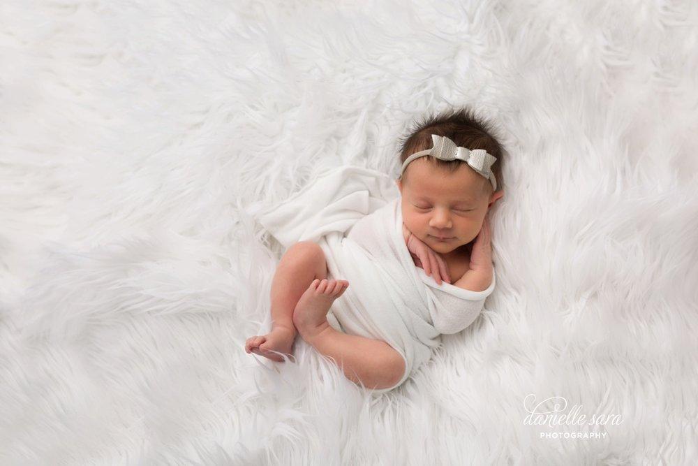 newbornphotographermaryland_0001.jpg