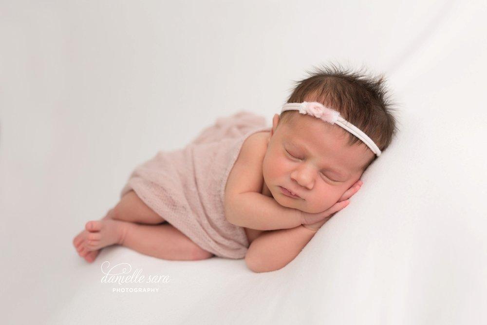 newbornphotographermaryland_0004.jpg