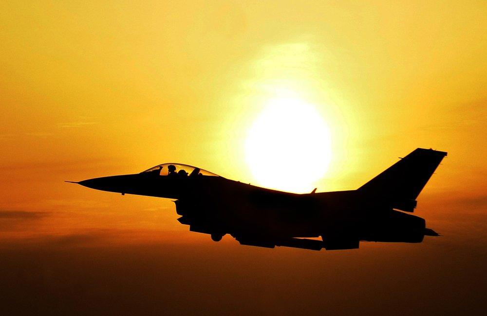jet_sunset_pexels_171208.jpeg