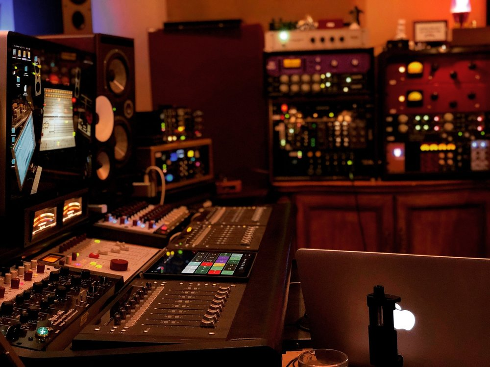 - Dragonship Studio is a full-service audio production facility in historic Smithfield, Virginia. We are centrally located on the south side of the James River: 80 minutes from Richmond, 40 minutes from Norfolk, and 30 minutes from Williamsburg. We provide recording and mixing services in a relaxed, professional setting, with some of the best-sounding rooms in the region. Our veteran producers and engineers are conversant in myriad genres, and our equipment comprises state-of-the-art analog and digital technologies. We offer flexible pricing packages and strive to meet the needs of artists with varied budgets and requirements. Our staff is comprised of seasoned, working musicians, composers, arrangers, and educators—as well as exemplary technicians.If you're an artist, band, or ensemble looking for an exceptional recording facility to help you realize your particular aesthetic vision, we encourage you to get in touch.
