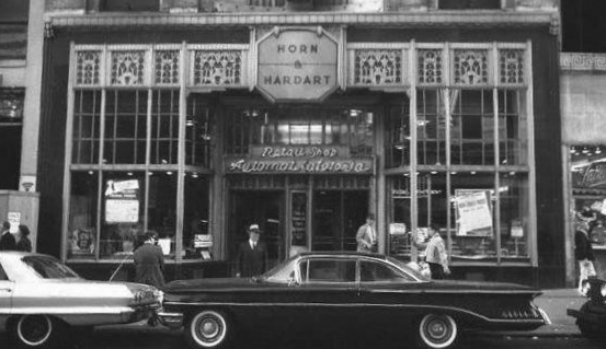 Photograph of a 1963 Horn & Hardart location on Chestnut Street in Philadelphia.   [1]