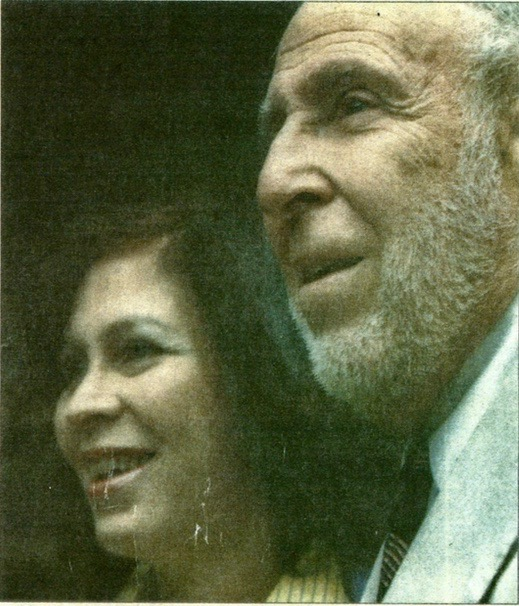 Faith and her father Neil Leibman photographed at his Bronze Star awards ceremony in 2000.  (Source:  The Philadelphia Inquire r)