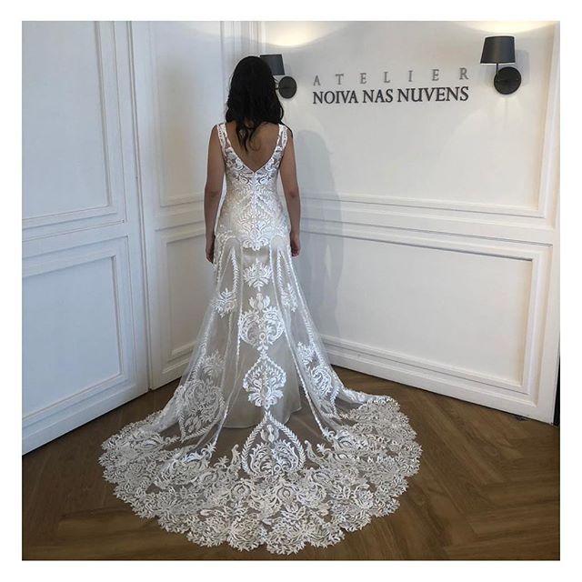 Ainda in 💕love pela nossa noiva Ana Carolina maravilhosa que se casou semana passada com o modelo Doha! Essa renda arabesco é uma coisa! Linda demais! #noivanasnuvens um atelier para #noivasreais
