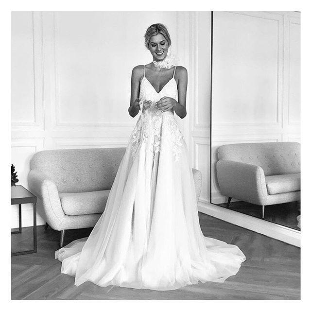 Modelo Maila - Coleção New store! Gente, vocês não tem noção do que é esse vestido no corpo! Modelagem impecável! Valoriza todos os tipos de corpo! Amo! #noivanasnuvens um atelier para #noivasreais