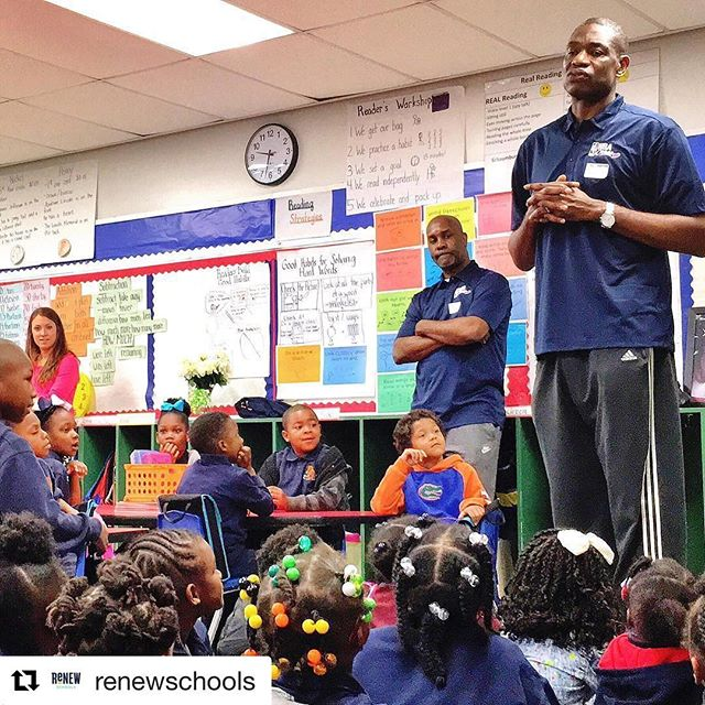 #Repost @renewschools ・・・ #TBT When #NBA Hall-of -Famers Dikembe Mutombo and Gary Payton visited @schaumburgjags students. #renewschools #nolaed #nola