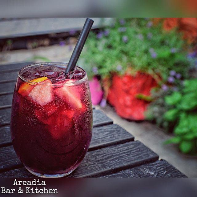 Red Sangria, refreshing you on a hot day! Cheers!🍷👌🏻 📸 @pepy_pepita . • • • • #newyork #newyorkcity #nyc#lic#longislandcity #astoria#oldastoria #drinks#spirits#bartender #bartenderlife #cocktailporn #cocktails #handcrafted #sangria #redsangria #summer #restaurant#pub#gastropub #instagood #instafollow #backyard #colorful #newyork_ig