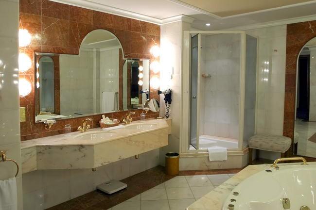 bathroom12-5ec2c8b034.jpg