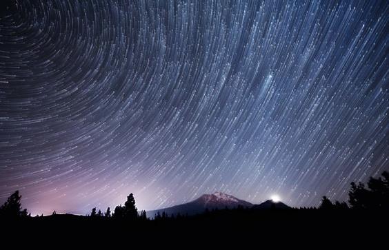 Star-Trails-over-Mount-Shasta-580x385.jpg