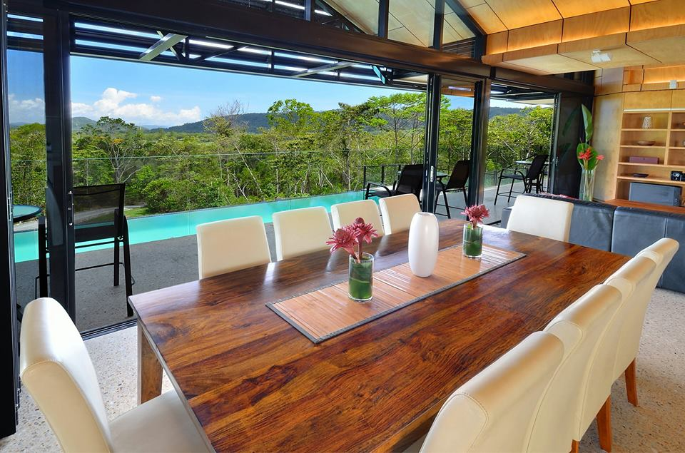 cassowary dining.jpg