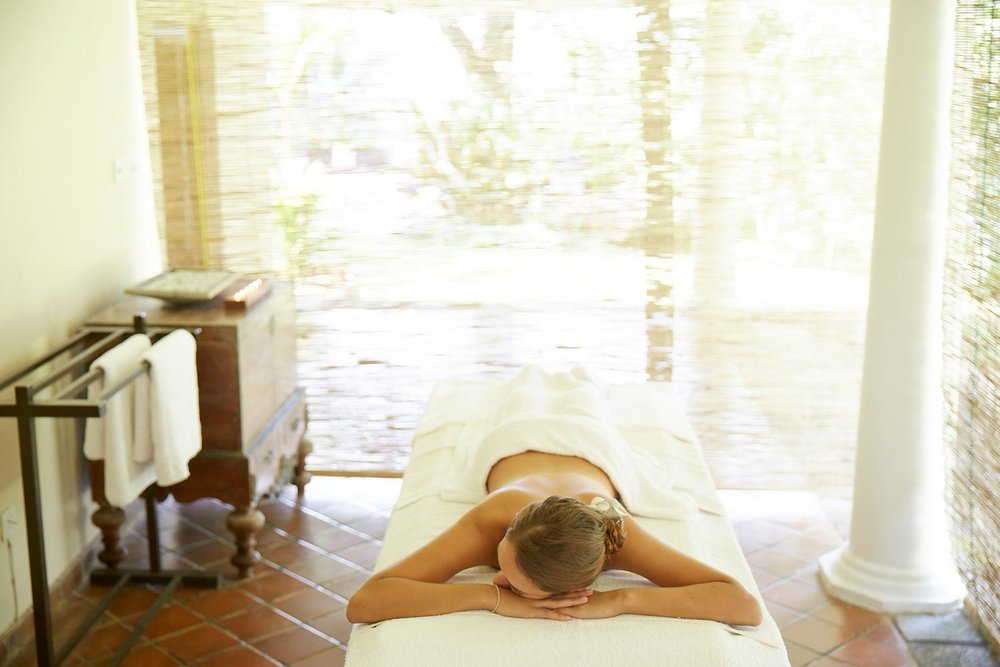 woman-massage-satori-villa.jpg