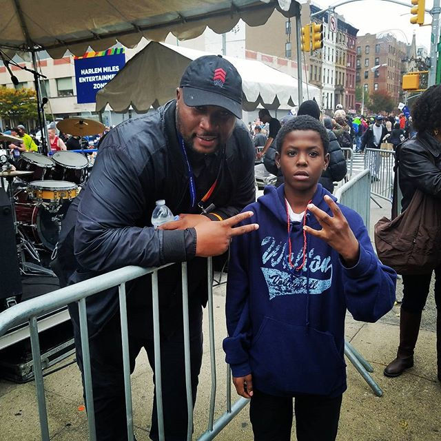 Out Harlem back stage with a fan after performing @ New York Marathon.