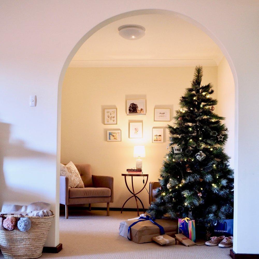 Christmas Apartment DecorP1011334.jpeg