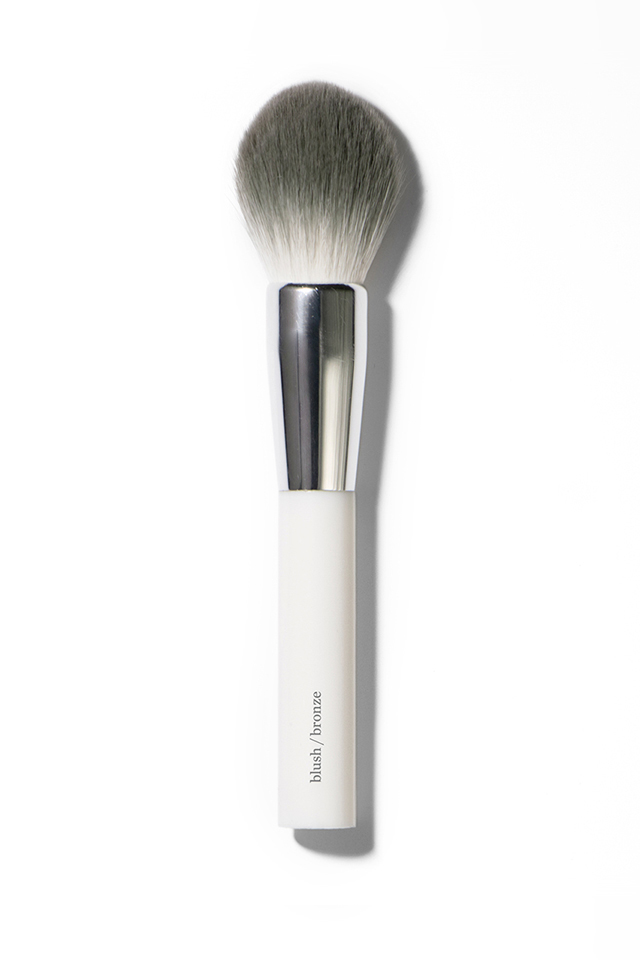 Look no further than this brush for natural powders. With full, round bristles for smooth application, you'll be amazed at how soft it feels on your skin! Apply in a push and roll action!  Designed to evenly distribute the powder to create a smooth finish. Quality materials for a brush that lasts.