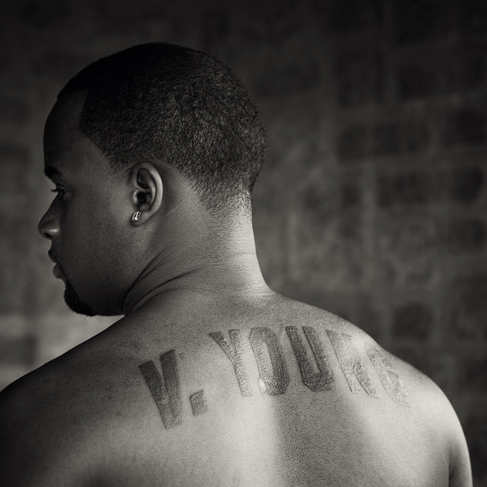 vince_young_0307_121_gray.jpg