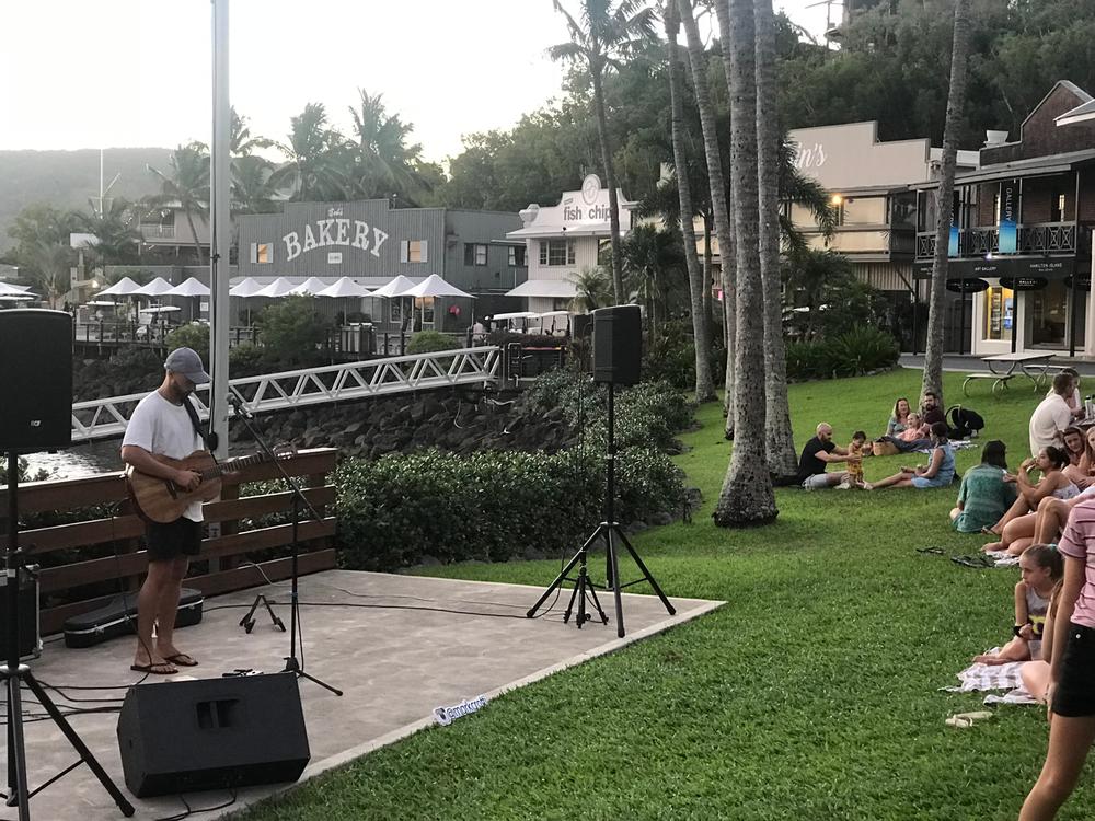 mark-crotti-hamilton-island-2019-acoustic-singer.png