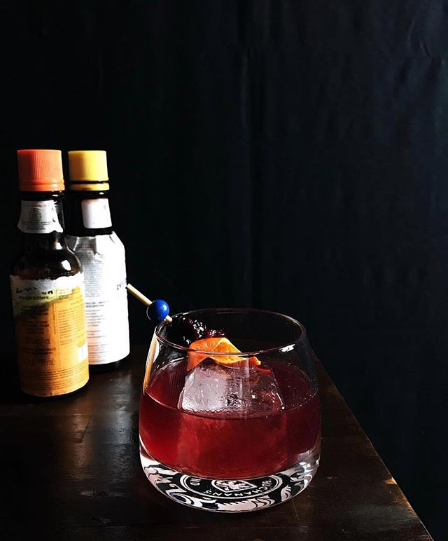 We serve old fashions during the holidays at our gatherings. It's a classic and a crowd pleaser for most guests. Try this one for your #christmasparty ! . . . . Ango Aromatic Bitters Ango Orange Bitters Blackberry Black Pepper Syrup Rye of your choice  Orange Twist . . . . #christmastime #cocktailstyle #instamood #endprohibition #cocktails #cocktailsforyou #cocktailcircus #foodnetwork #foodnetworkthekitchen