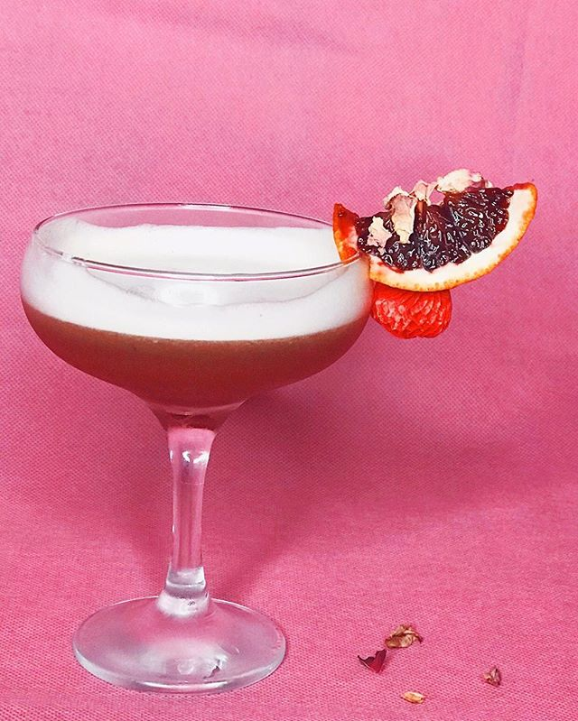 PALM SPRINGS . . . . California Minneolas  Blood Orange Juice  Mike's Hot Honey  Giffard Lichi-Li Plantation Barbados 5yr Egg White . . . . #cocktailoftheweek #igdaily #champagne #cocktailgram #newyearnewme #valentinesday2018 #valentinesnails #cardib #cocktaildress #cocktailsofinstagram #seasonaldrinks #seasonalcocktails #cityofpalms #cityofpalmsprings #palmsprings #palmspringslife #palmspringscalifornia