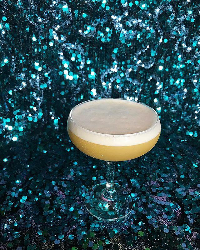 Kitty Girl . . . . . Lime Juice  Passionfruit Purée  Bitter Queens Thai Spice Bitters  Banana Du Bresil Caramel Washed Wild Turkey Rye  Aquafaba . . . . . #rupaulsdragrace #rupaulsdragraceallstars4 #trinitythetuck #manilaluzon #latriceroyale #bitterqueens #naomismalls #dragracefans #dragqueens #trixiemattel #cocktailoftheweek #newyearnewme #igdaily #cocktailgram #champagne #reblog