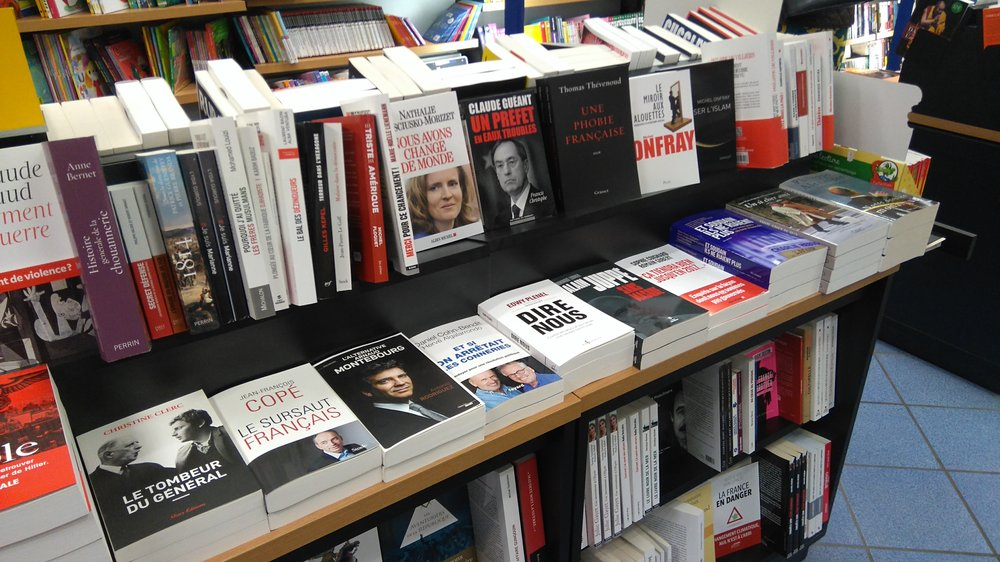 Spring 2016 and those pamphlets are flying off the shelves in Bretenoux (46)