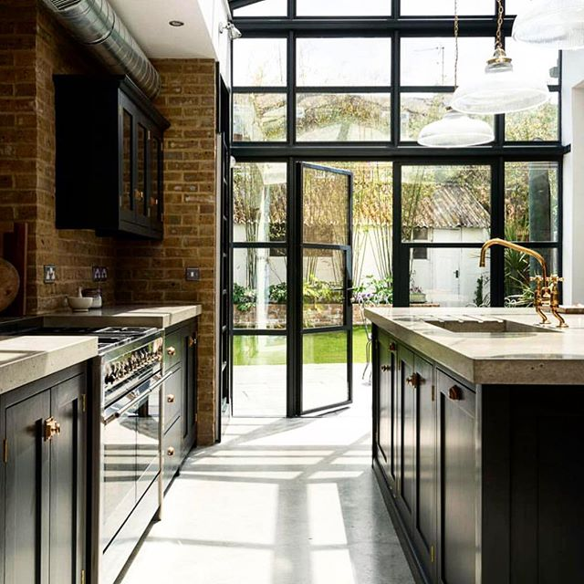 Sun drenched Sunday via UK based @devolkitchens #stylefile #magnokitchens #renovate