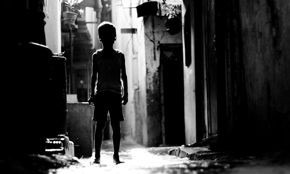 silhouettes_black_and_white_photography_mumbai_photography_himanshu_singh_gurjar_gmax_studios_5_frames.jpg