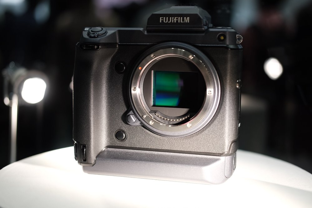 Fujfilm_gfx_100s_cp+_japan_2019_fujifilm_gfx_100s_100_megapixel_medium_format_camera