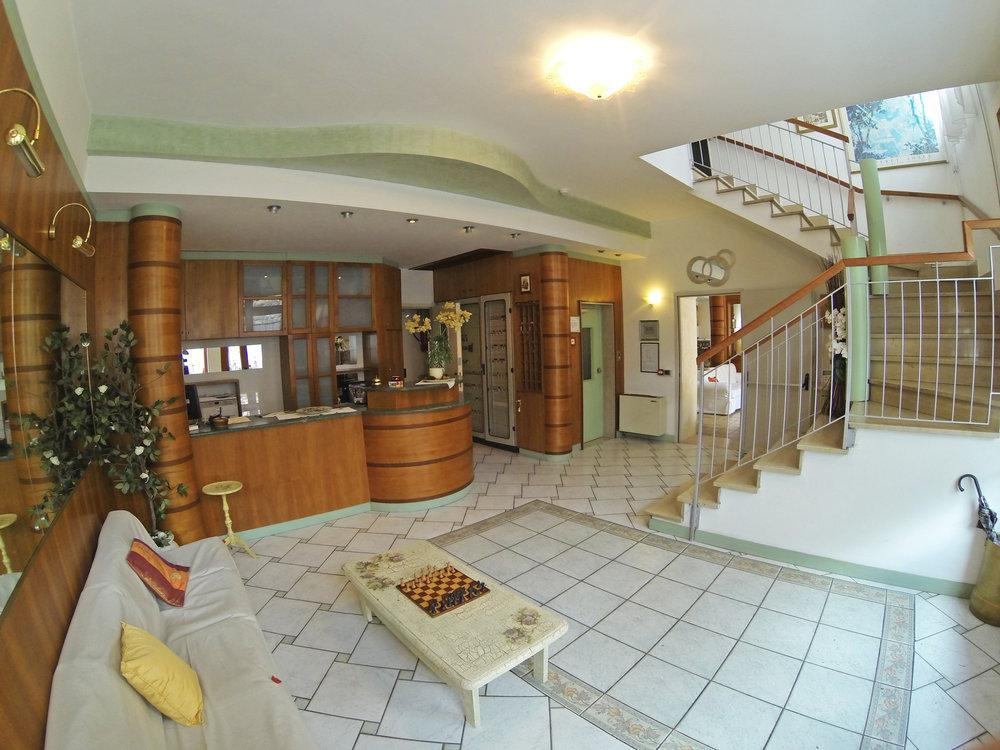 Entrata Hotel Isola.jpg